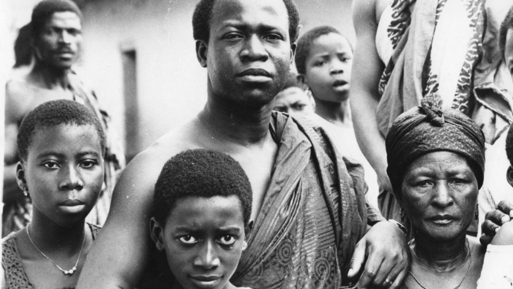 Signor Macron, lascia in pace le donne africane, please