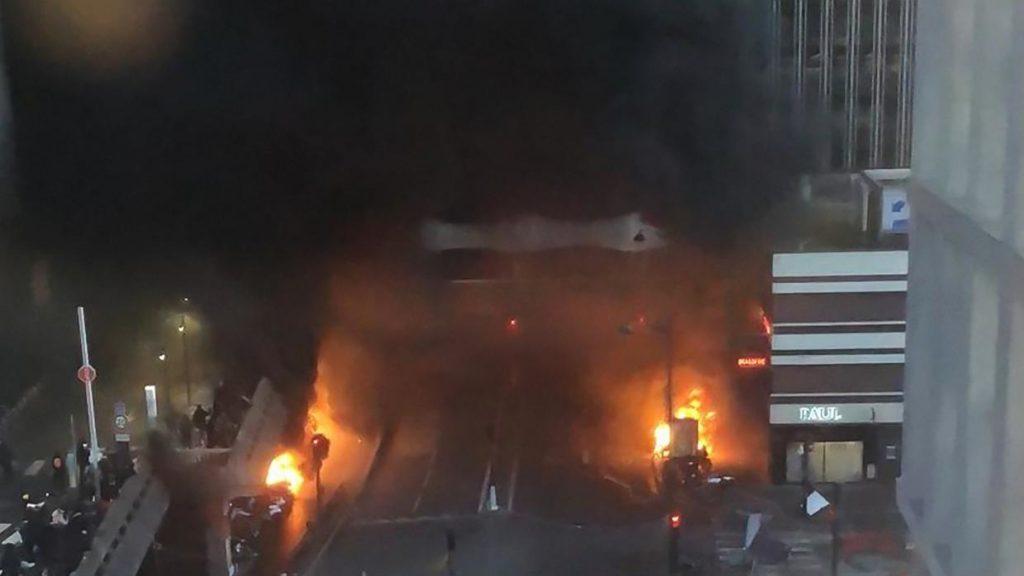 L'incendio alla Gare de Lyon e la violenza organizzata contro gli artisti africani…